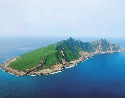中国渔船在钓鱼岛以北海域作业时进水沉没