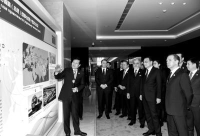 各国领导人参观河南省同上合组织成员国合作成果展.新华社发-上合