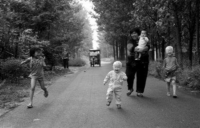 知情者称警察曾给袁厉害送弃婴 政府默认其收养