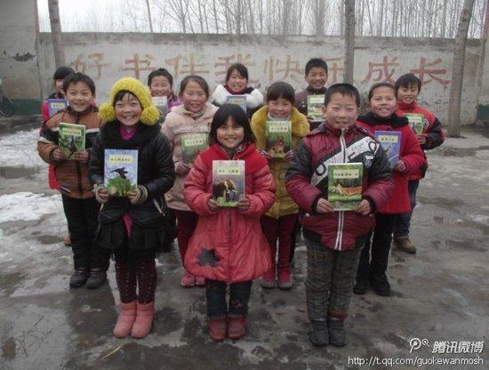 腾爱网友邮寄给武陟县白庙小学的课外书(来自网友微博)