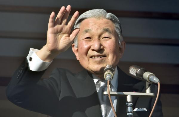 日本天皇表明退位意向,此举真是为了对抗首相安倍吗?