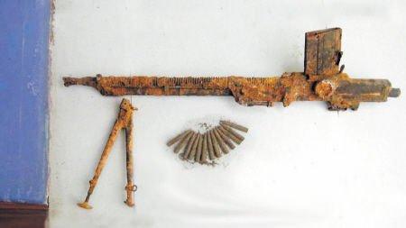 湖南一村民主动上交71年前缴获日军机枪