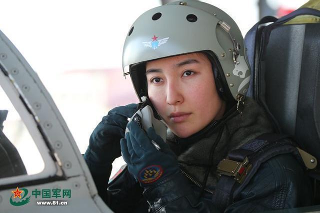 珠海航展两名女飞行员将驾歼十战机表演
