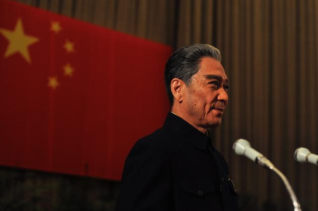 孙维民:从《海棠依旧》中的周总理转身《第四道封锁线》中的小裁缝