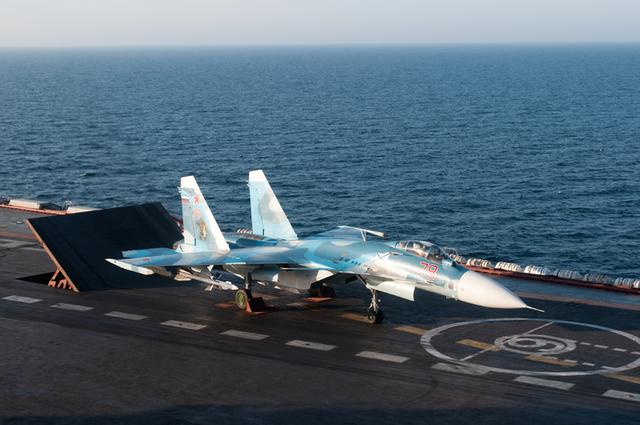 辽宁舰姊妹舰史上首次实战 苏33对IS大规模空袭