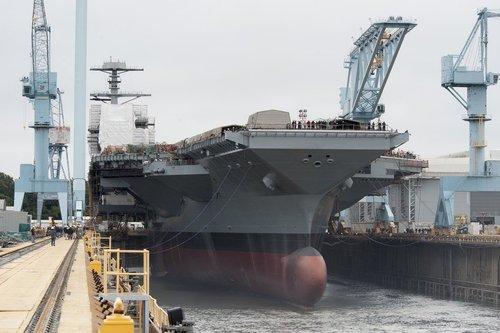 美军福特号超级航母下水 战斗力全球最强