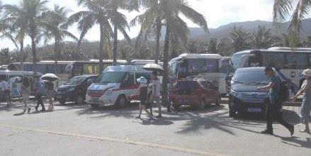 河南救护车现身三亚 网友质疑公车私用(图)