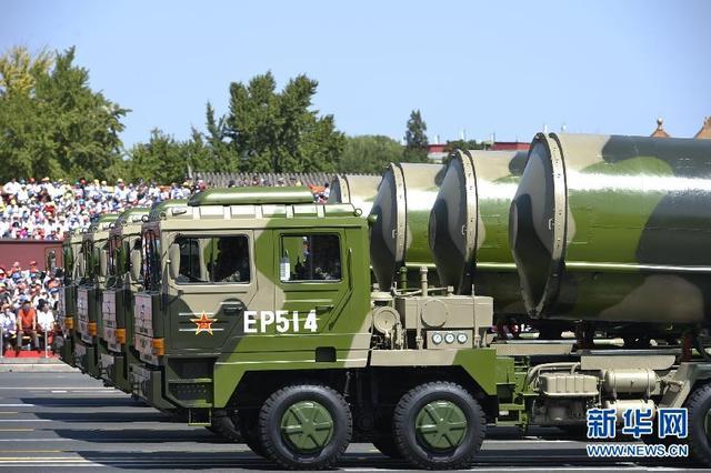 核导弹方队接受检阅