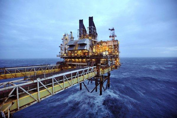 石油开采_苏格兰海上石油开采设施