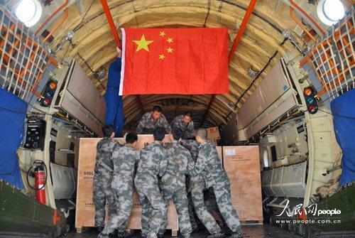 中国空军3架运输机泰国紧急空运救抗洪灾物资