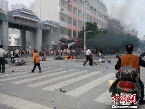广西桂林一小学门口发生爆炸 已致20多人受伤