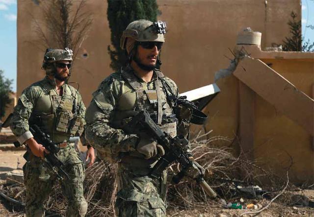 美一士兵在叙利亚拉卡