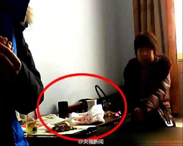 暗访河北政府部门第一天上班:吃瓜子睡觉_新闻_百辉网