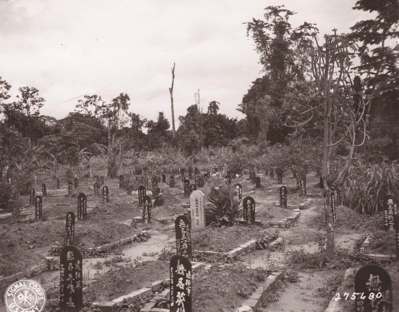 中国军人墓地的墓碑。拍摄于印度阿萨姆邦列多镇,1945年5月21日。