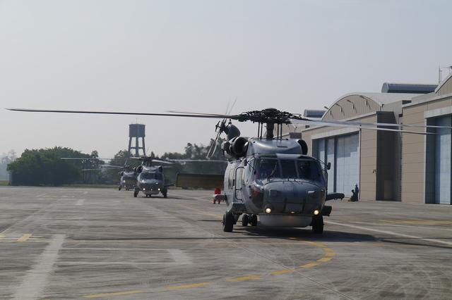台媒曝台军直升机欲跟拍辽宁舰 刚起飞就被发现