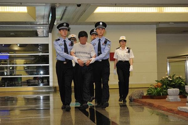厦门香烟走私犯外逃14年被遣返 吴仪曾要求全力侦办