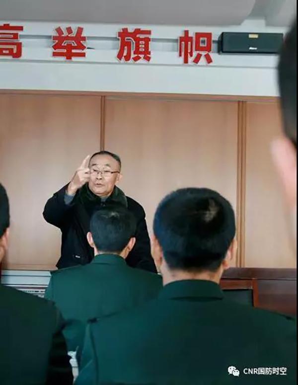 大胡子师长吴长富逝世:在大兴安岭火灾救援中没时间刮胡子