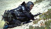训练中的美国海豹突击队队员