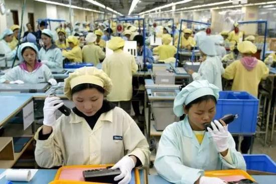 中国劳动力调查:年均工资3万 每周工作45小时