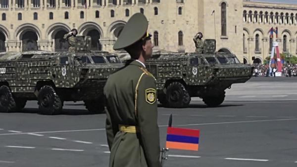 """亚美尼亚阅兵式展示""""伊斯坎德尔""""弹道导弹 震慑阿塞拜疆"""