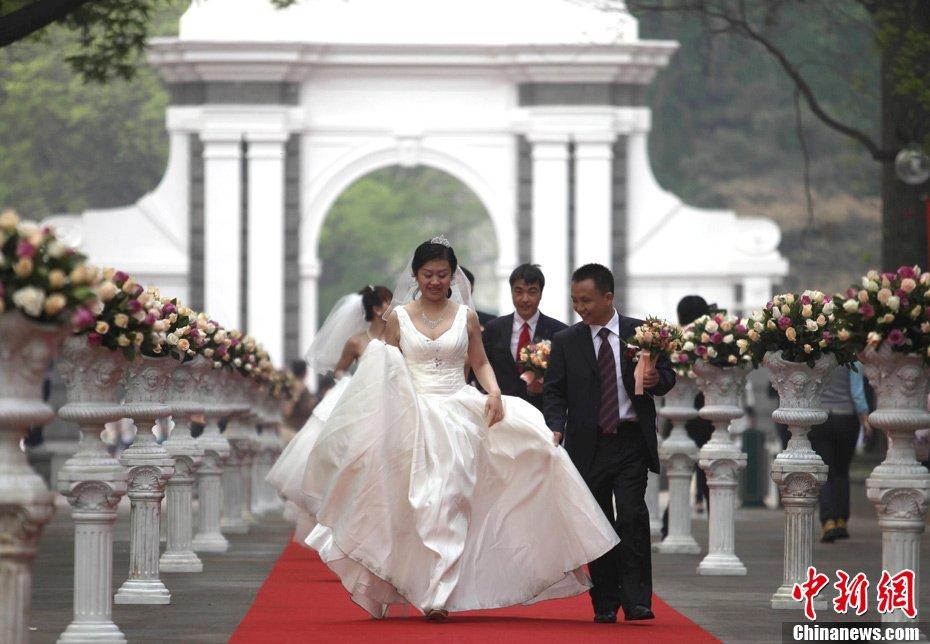 高清:清华大学举行近800人大型集体婚礼【組圖文】_图1-10