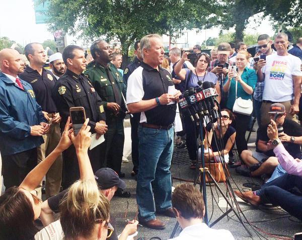 枪声骤起、子弹横飞,50 人死于美国奥兰多枪击案