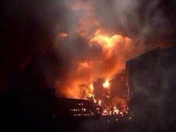 浙江一军机坠毁引发山火 机上人员下落不明