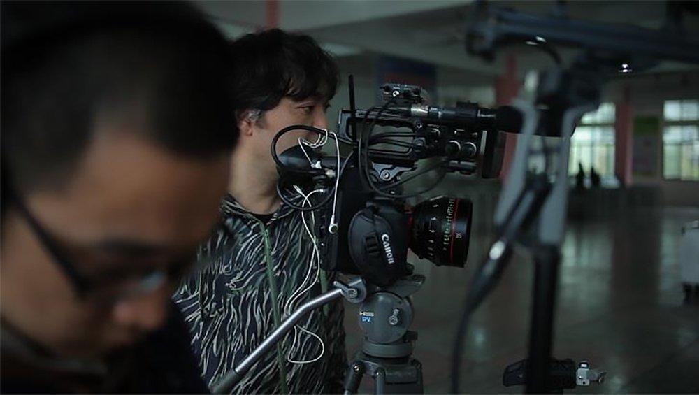 导演/摄影大�V龙治。