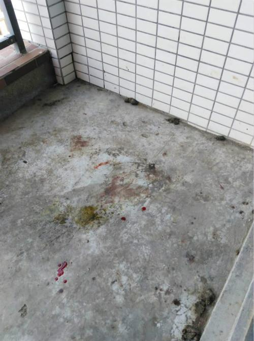 图为王某平位于东莞的住处仍残留施虐痕迹