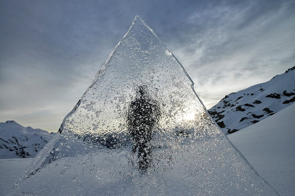 高清:艺术家创作环境雕塑呼吁关注