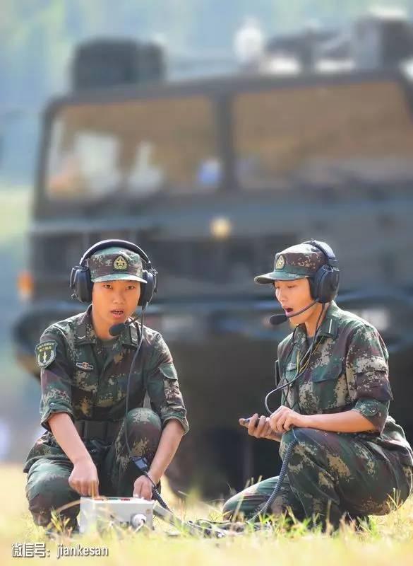 二炮女兵为训练增重10斤 改写导弹命中纪录并立功