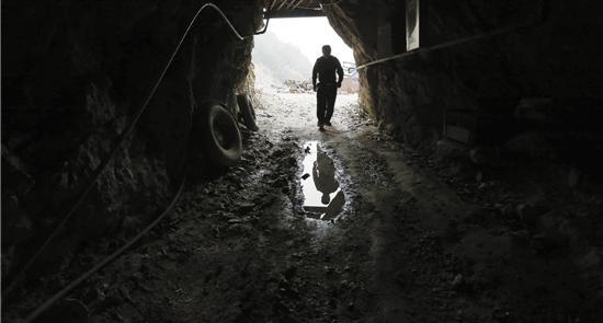 浙江青田石滥挖乱象:山体被挖空 到处坍塌(图)