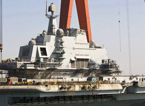 美媒:中国部署首艘航母将威胁南海的邻国