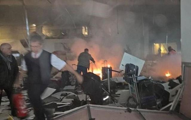 美联:土耳其官方称31人确认在机场爆炸中死亡