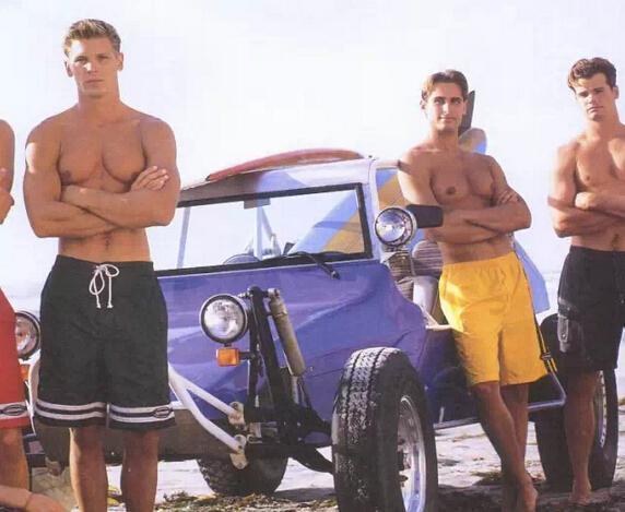 和美女约戏水 穿什么沙滩裤不会见光死