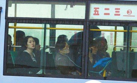 伊春警方就扣留采访空难记者公开道歉(图)