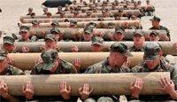美军海豹突击队应试者进行体能训练