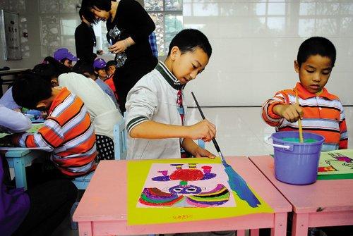 展开创意绘画活动
