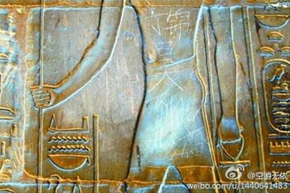 """埃及神庙现""""到此一游"""" 国人称""""无地自容"""""""