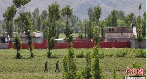 """资料图:当地时间2011年5月2日,在巴基斯坦阿伯塔巴德,本拉登被击毙时的藏身处曝光。当天早些时候,美军在巴基斯坦阿伯塔巴德发起针对本拉登的""""定点""""行动并将其击毙。"""