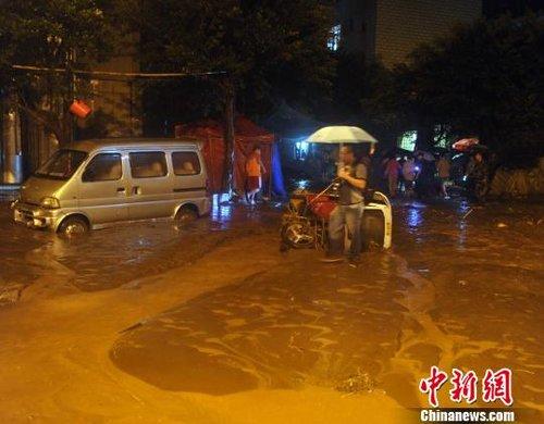 云南彝良震灾区遭遇洪涝灾害 道路中断(图)