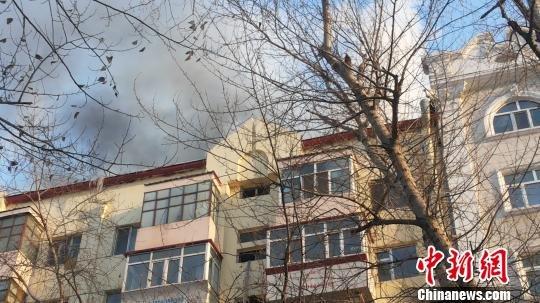 哈尔滨一居民楼起火无人员伤亡报告