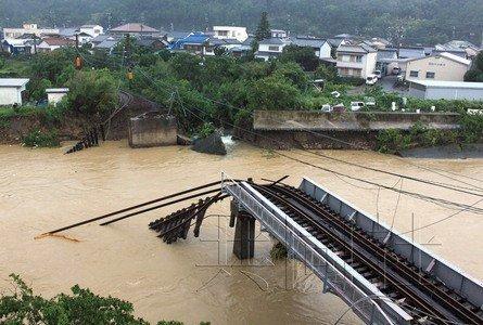 日本台风灾情扩大 已致18人死亡50多人失踪(图)
