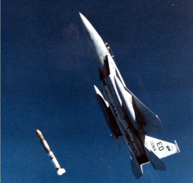 美媒炒作中国反卫星导弹 称或用核弹低轨爆炸