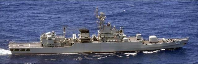 海军节当天 中国海军舰艇编队穿越冲绳宫古水道