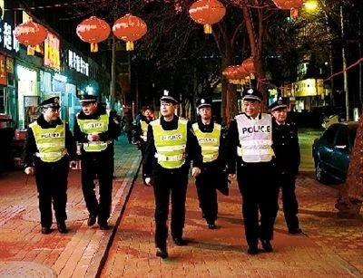 河南公安厅长郑州街头徒步夜巡三小时(图)