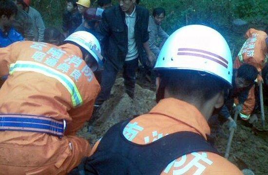 云南彝良山体滑坡已致16名学生遇难
