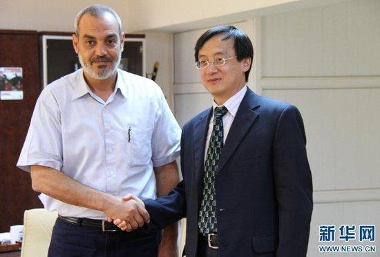 """中国宣布承认利比亚""""国家过渡委员会"""""""