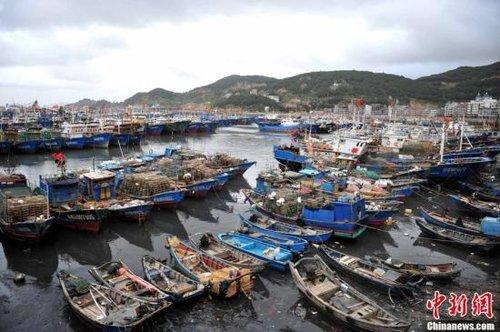 台风苏拉携风带雨登陆台湾 两岸高度戒备
