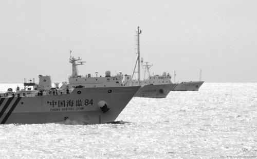 中国海监编队在南沙海域逼退外国公务船
